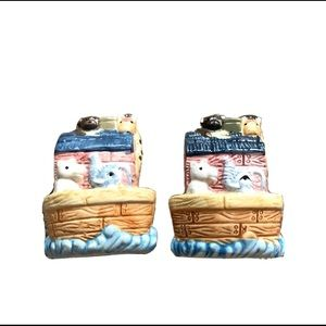 Other - NWT Noah's Ark Ceramic Salt and Pepper Shakers Set